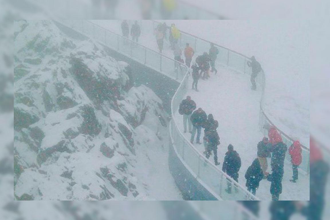 Intensa nevada cubre picos de Mérida