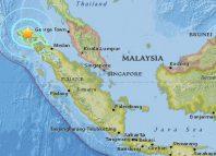 Elevan a 97 muertos por sismo de 6.5 en Indonesia