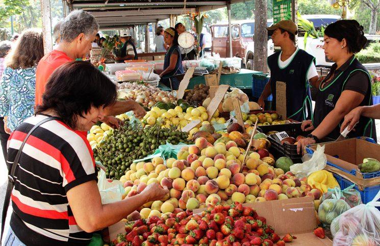 5 mercaditos en Caracas para resolver tu semana