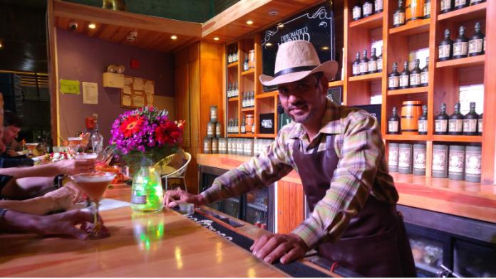 Venezolano compite como mejor bartender 2018